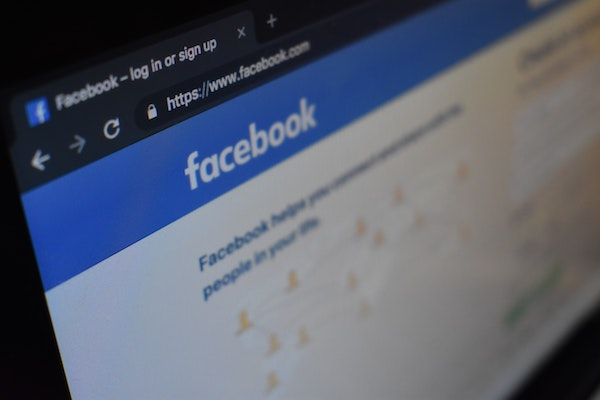 Facebook – Newsfeed vs. Stories